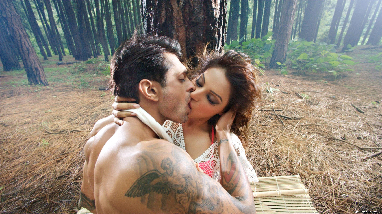 Bipasha Basu Karan Grover Kissing In Alone Movie Images Wallpapers