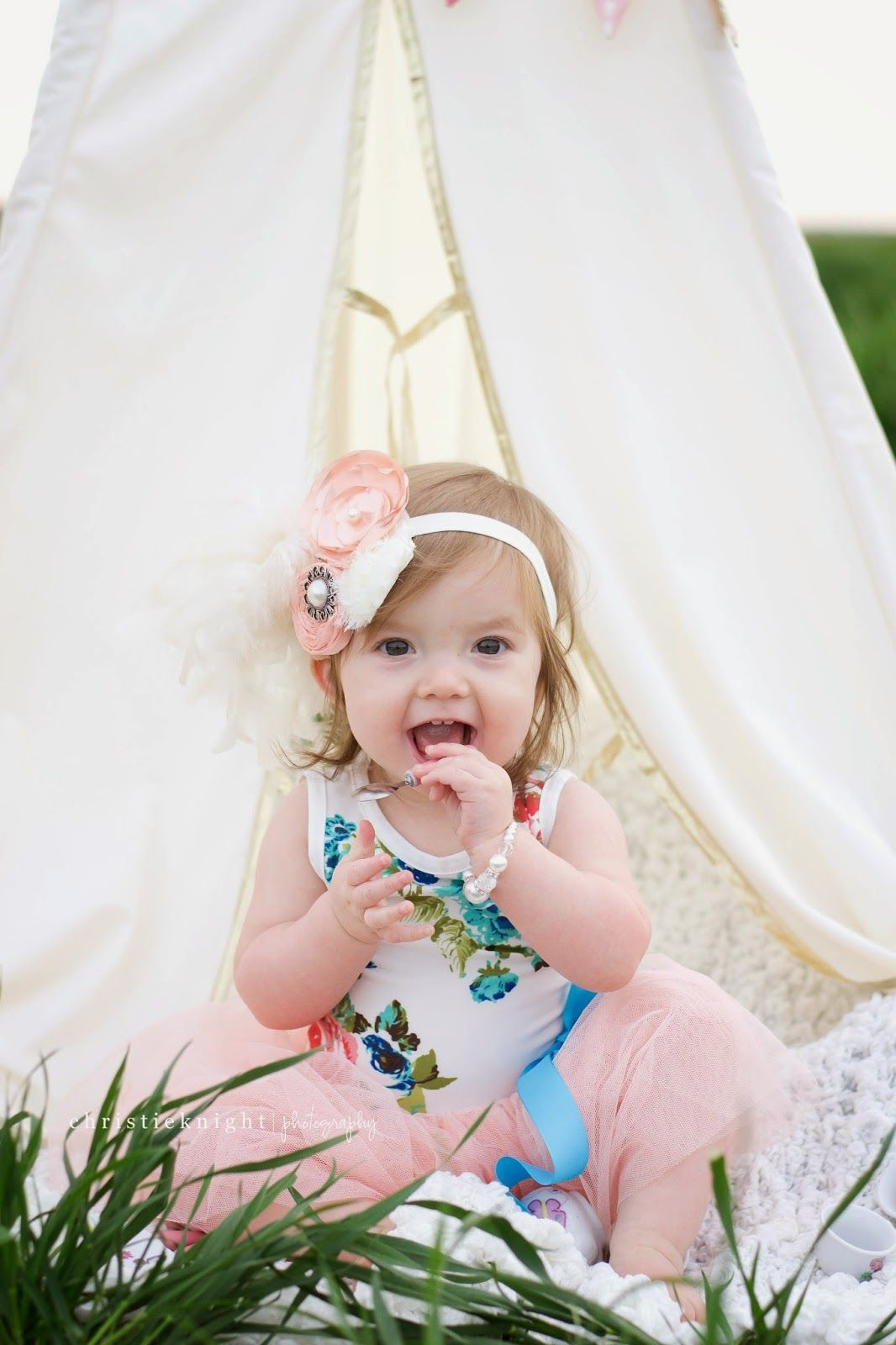 Tee pee pictures // AVERY // 1ST BIRTHDAY SESSION // www