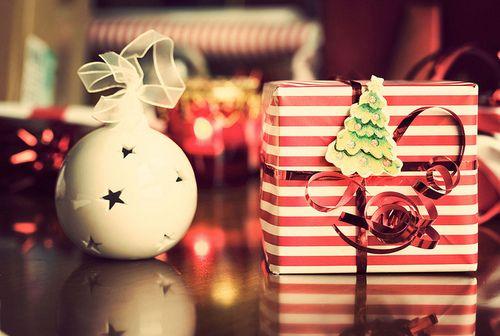 Imagini pentru tumblr christmas gifts