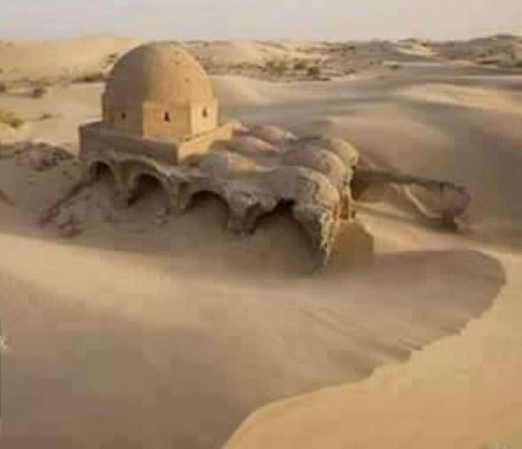 مسجد من القرن السادس الهجري بصحراء الجزائر In 2021 Lion Sculpture Ancient History