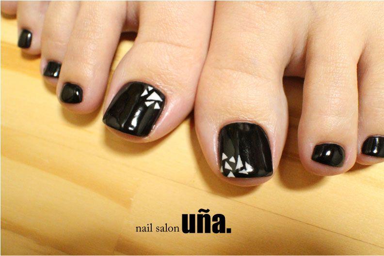 幾何学模様ネイル福岡のネイルサロンウーニャnailsalonuna #nail#nailart#monotone#footnail