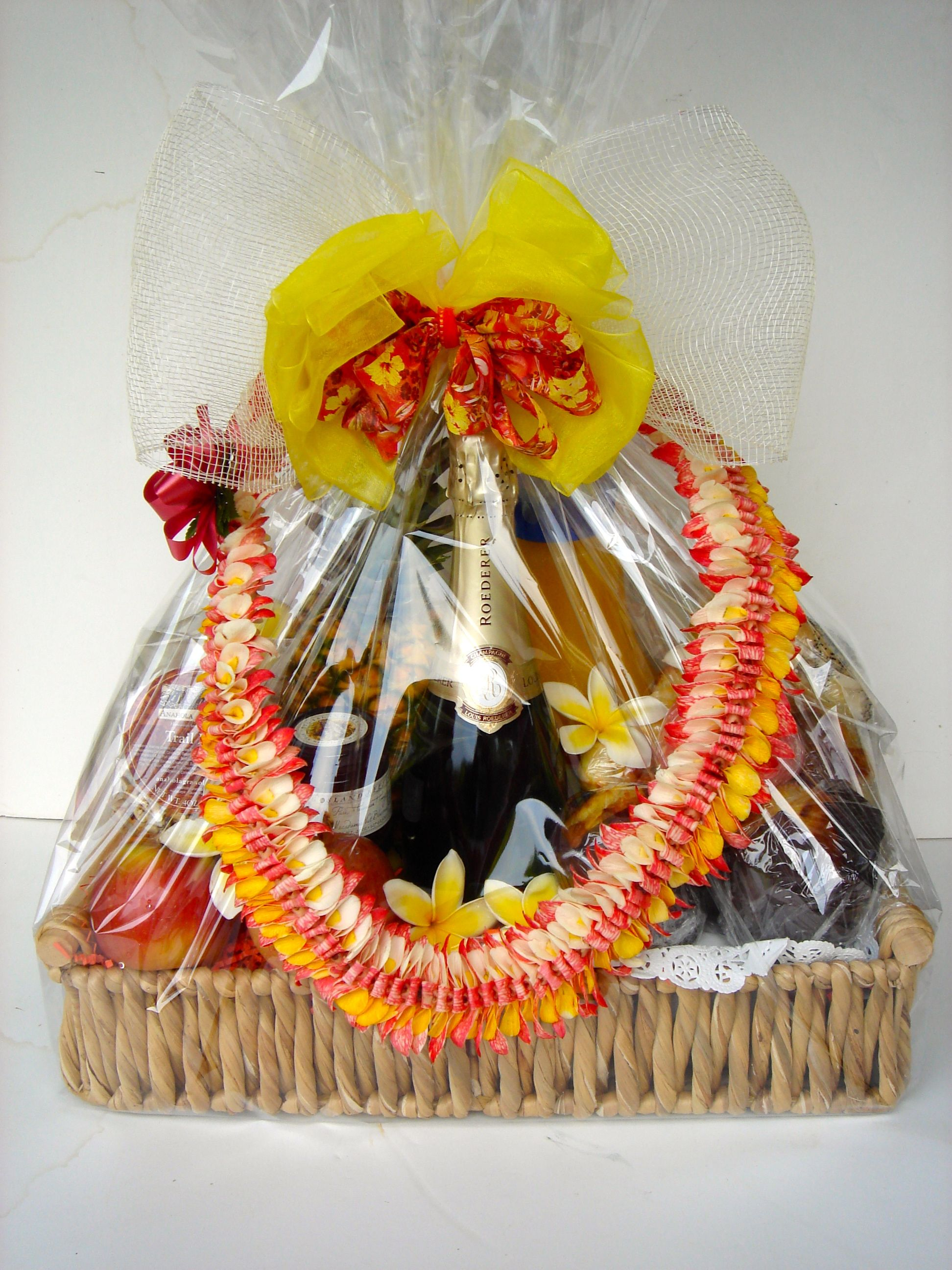 Awesome Custom Hawaiian Gift Basket With Gorgeous Fresh Lei (Flower