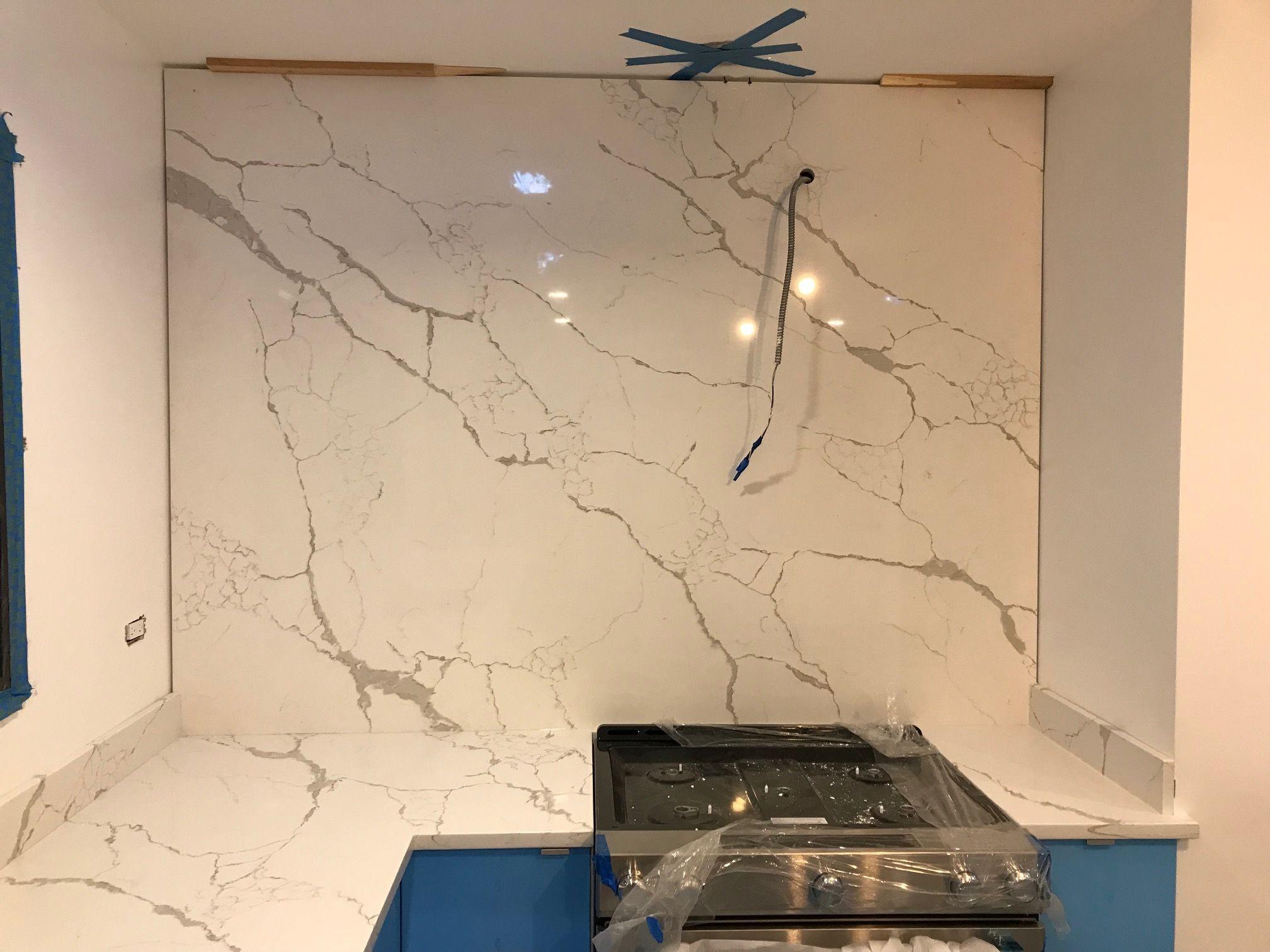 Full Height Backsplash In Calacatta Laza Quartz Quartz Backsplash Lake House Kitchen Glass Backsplash