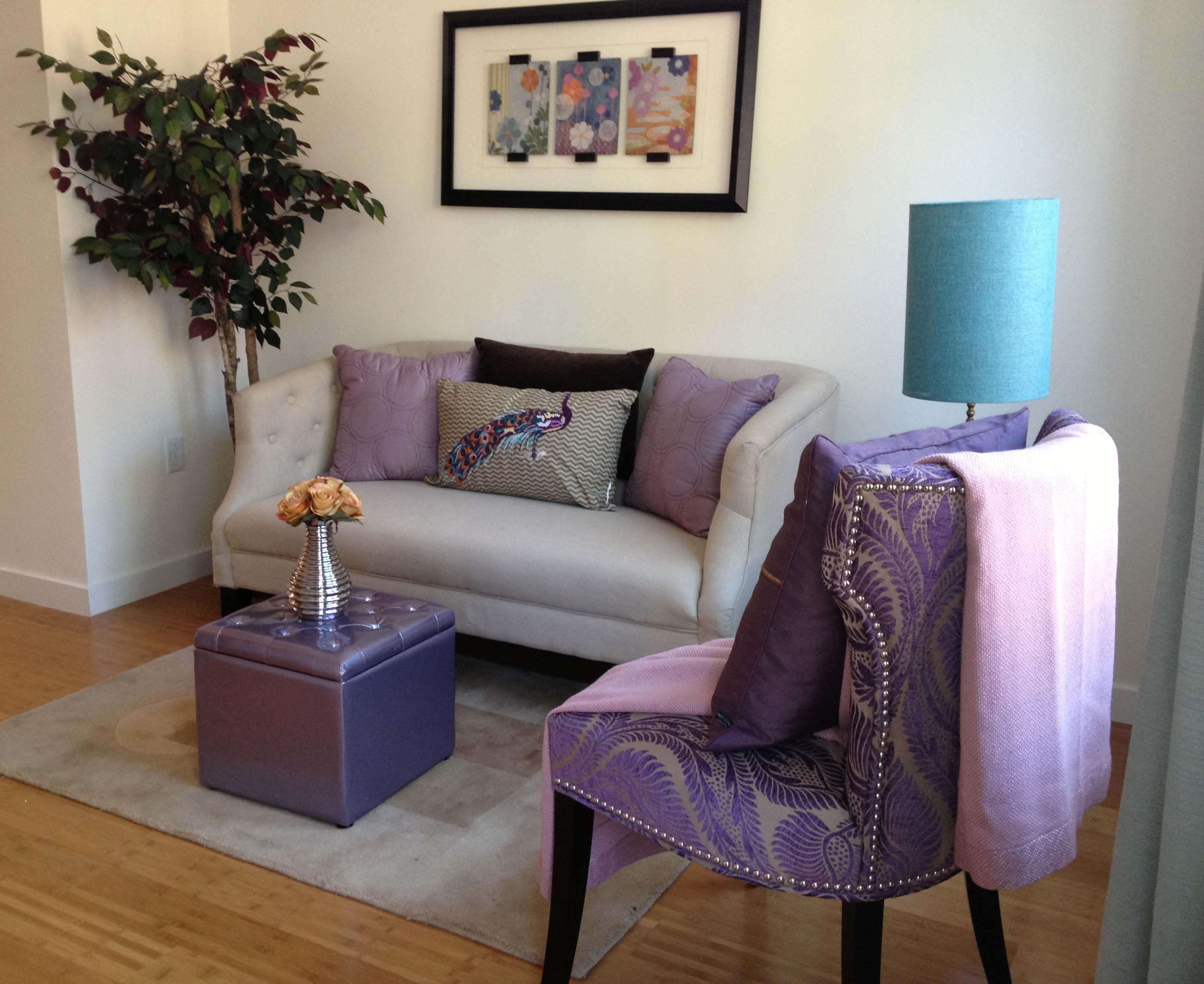 Small Seating Area Staging Interiores Del Hogar Diseno De