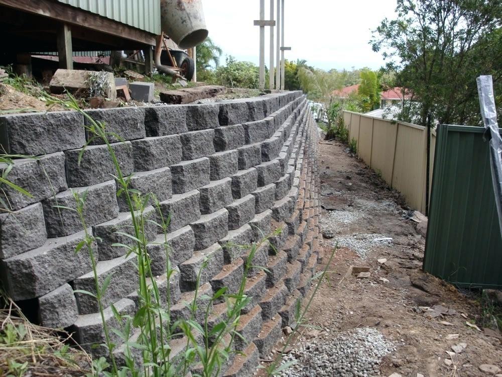 80 Woww Breeze Blocks Gardens Inspirations Concrete Retaining Walls Backyard Retaining Walls Garden Retaining Wall