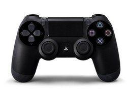 """Controller Wireless Dual Shock 4 - black PS4 (Sony) Beschreibung: Der DualShock 4 Controller bietet einige neue Features, die völlig neue Wege des Spielens ermöglichen und wohlüberlegt mit Unterstützung aus der Entwickler-Community zusammengestellt wurden. Die """"Share""""-Taste erlaubt es Ihnen ganz einfach, Gameplay in Echtzeit über Streaming-Seiten wie Ustream zu veröffentlichen"""