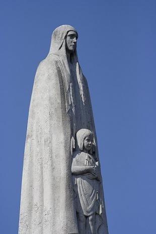 statue de  Sainte-Geneviève. Pont de la Tournelle