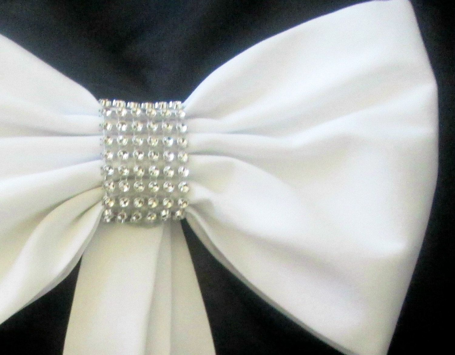 with some bling? Elegant Pew Bows with Rhinestones and Tulle, Set of ...