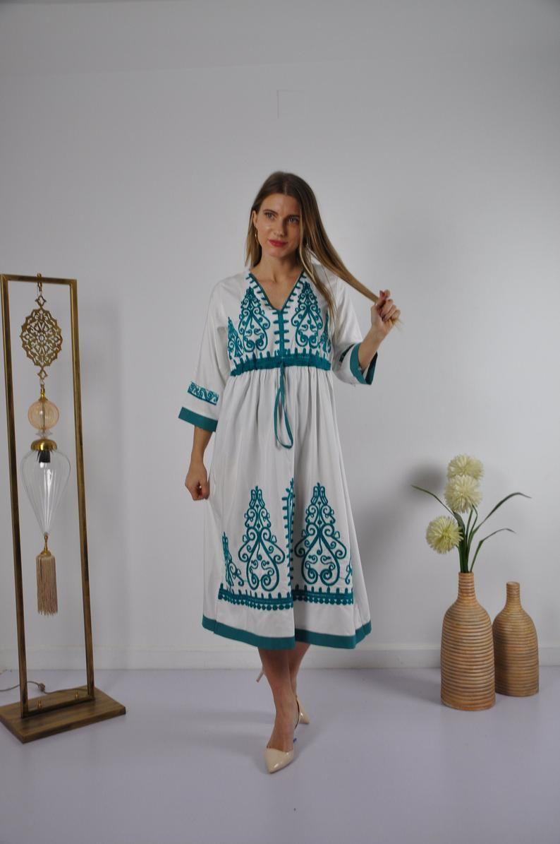 Pin By Isabel Gajon On Dresses In 2021 Summer Tunics Kaftan Dress Embroidered Tunic Dress [ 1195 x 794 Pixel ]