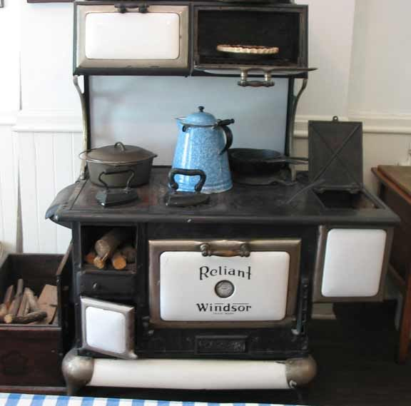 """Country Kitchen Indianapolis: Wonderful """"Reliant Windsor"""" Cook Stove"""