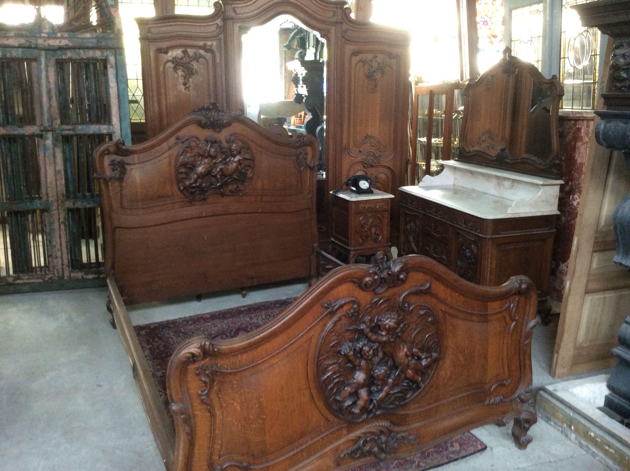 Prachtige antieke slaapkamer met engeltjes Te