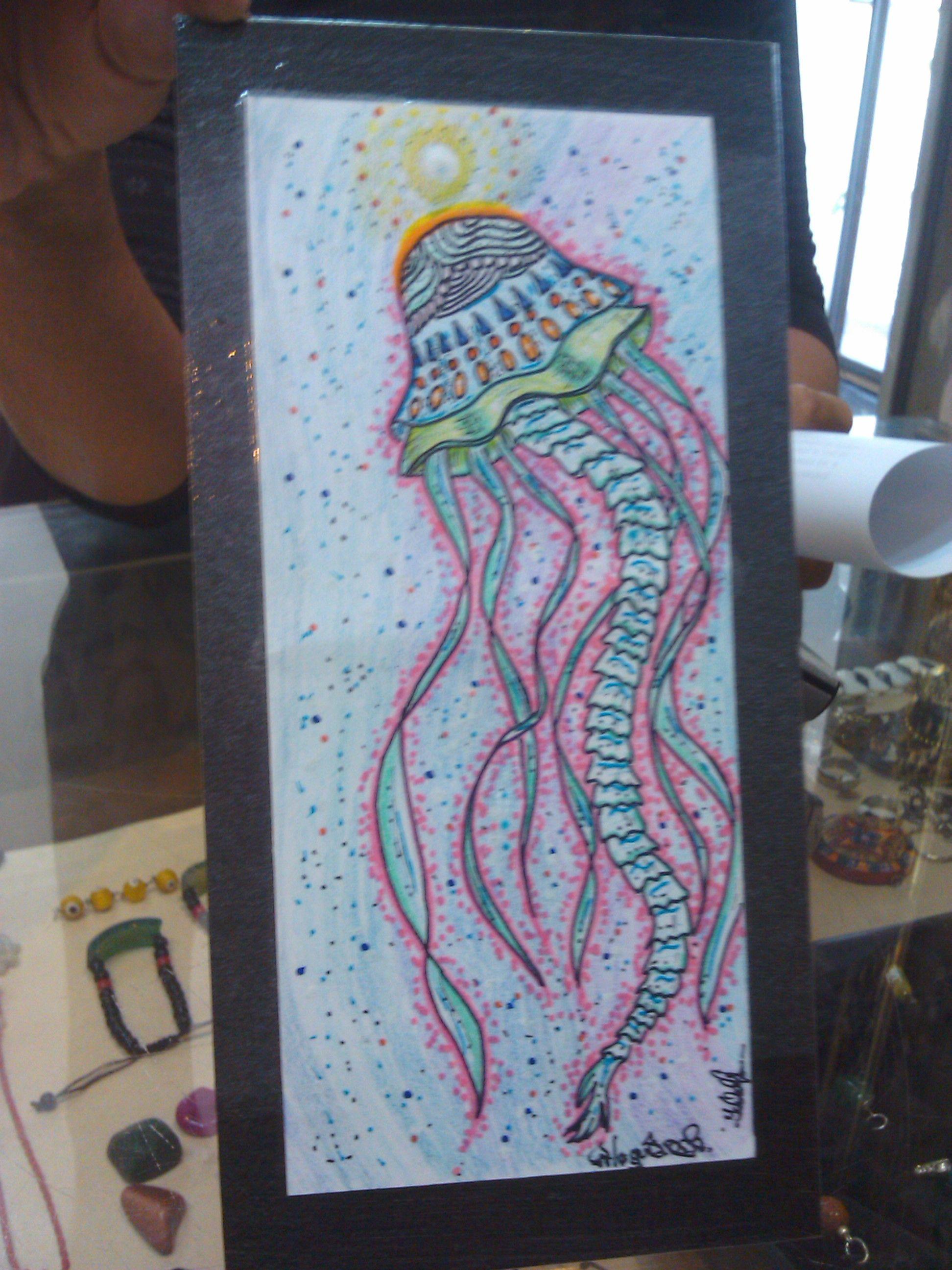 """Título """"medusa"""" técnica colores y marcadores pequeño lienzo hecho completamente en material reciclado"""