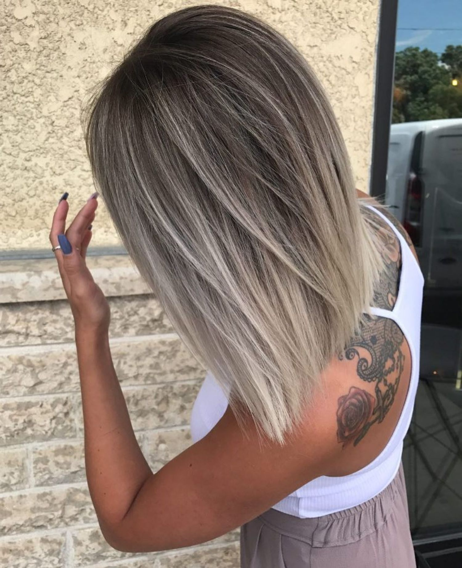 Ash Bronde Balayage For Medium Straight Hair Straight Hairstyles Medium Thick Hair Styles Silver Blonde