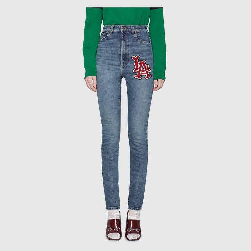 343a4c97d Compra ahora Pantalón Ceñido de Denim con Parche LA Angels™ de Gucci. Un pantalón  ceñido de denim de talle alto, con el parche LA Angels en la parte ...