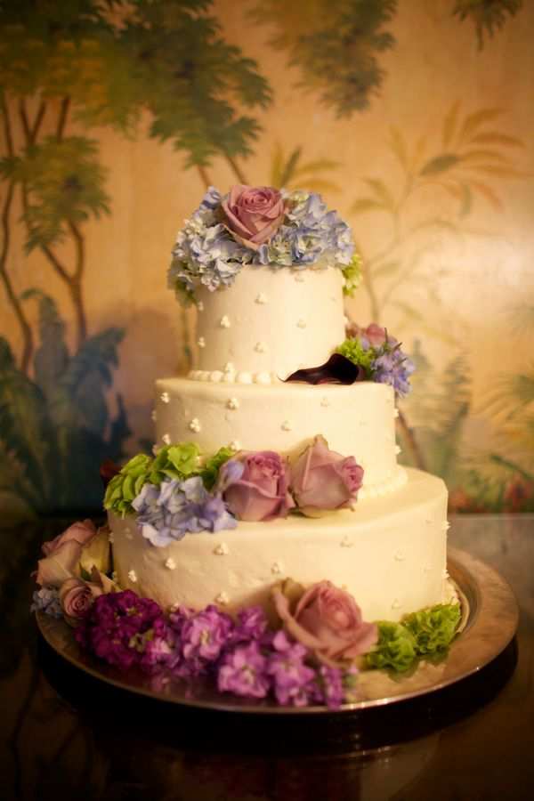 It has been a while since I have seen a cake with fresh flowers that ...