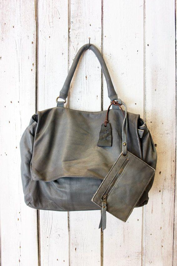 SAI BAG 2  è una splendida borsa realizzata con pelle invecchiata a mano. ha c52d8cbb441