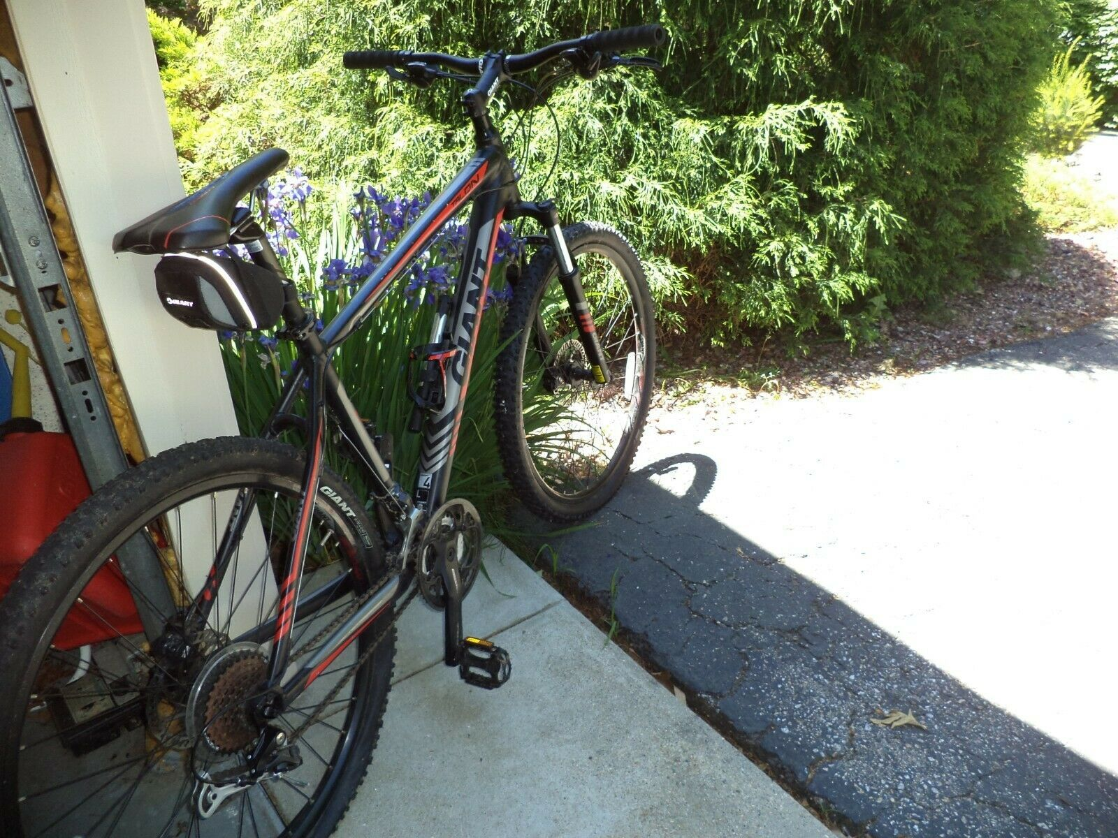 Giant Mens Aluxx 6000 Series Butted Tubing Mountain Bike Black W