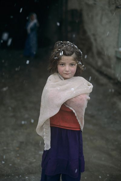 Steve MC Curry Young Girl in Snow, Kabul, Afghanistan