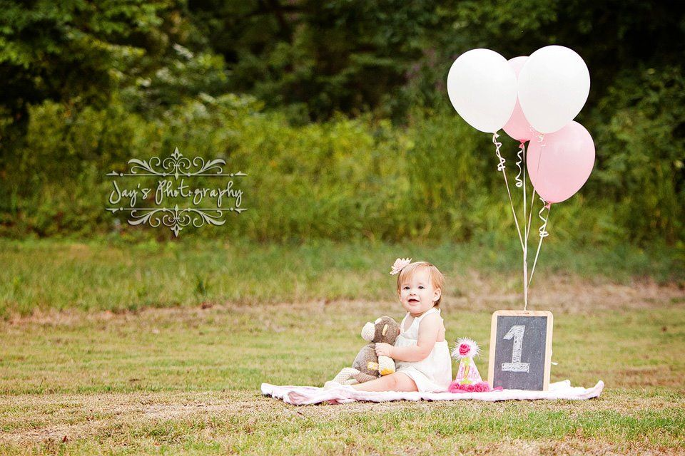 Baby one year old picture--could also do for 1st anniversary!
