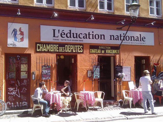 L'education nationale, restaurante - delícia de bistrô francês. Se estiver lotado (sempre está), procure pelo irmão menor. O Tire Bouchon é dos mesmos donos, com o mesmo charme. - Larsbjørnsstræde 12