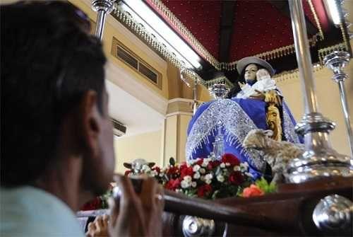 Feligreses demuestran a diario la devoción hacia la Divina Pastora