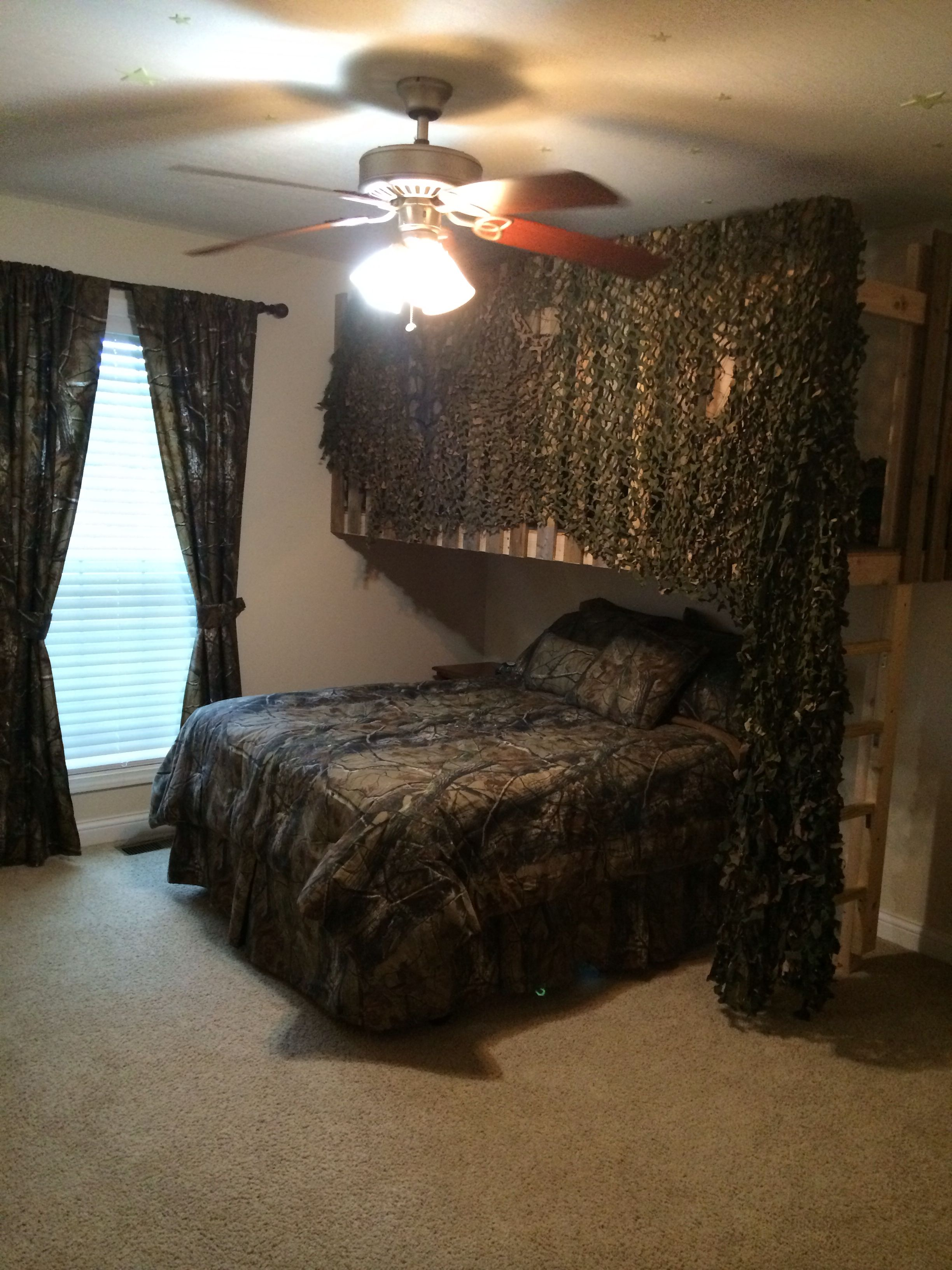 Boys Camouflage Bedroom With Loft Fort Diy Army Bedroom