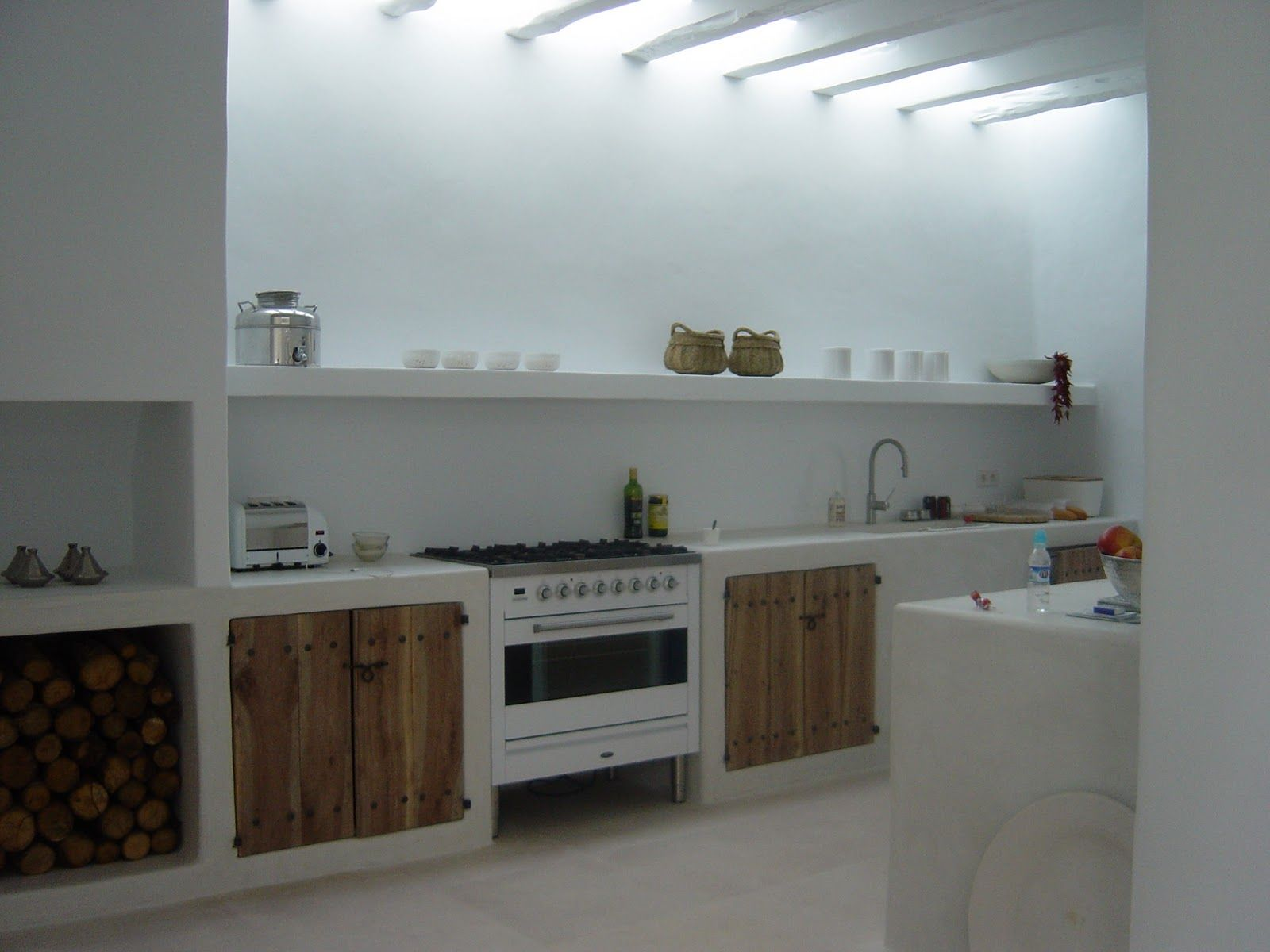 Okay this is my dream kitchen found on weblog by sand who lives in ibiza my favorite - Cucina in muratura ...