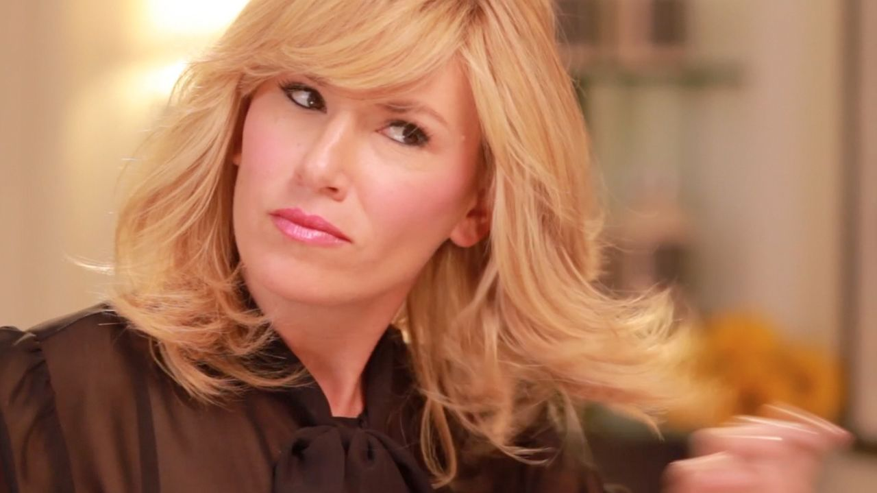 Alli Webb, founder of Drybar, shows you how to do the perfect blow-out at home!