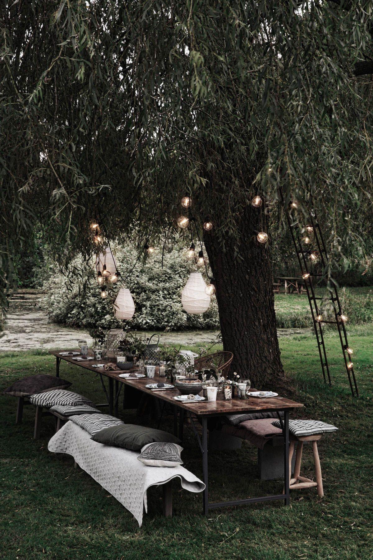 Lichtideen Fur Die Sommerterrasse Die Sommerliche Gartenparty In 2020 Aussenbeleuchtung Lichtideen Gartenparty