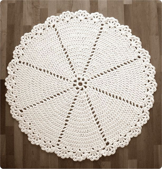 Ravelry: Pitsimatto - Lace Rug pattern by Pirjo Mälkiäinen | croched ...