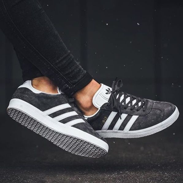 buy online f38ad ad6ce Zapatillas Adidas Originals Gazelle gris marengo para chica. Adidas Gazelle  grey for women.