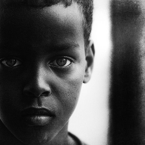 Lee Jeffries photography with homeless children