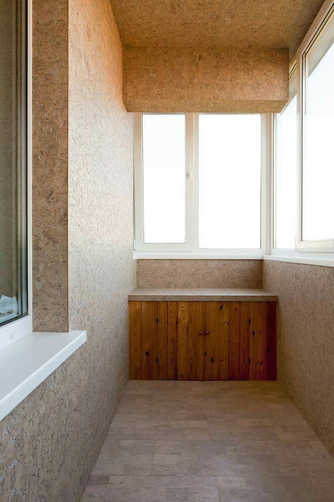 отделка балкона пробкой фото прячется