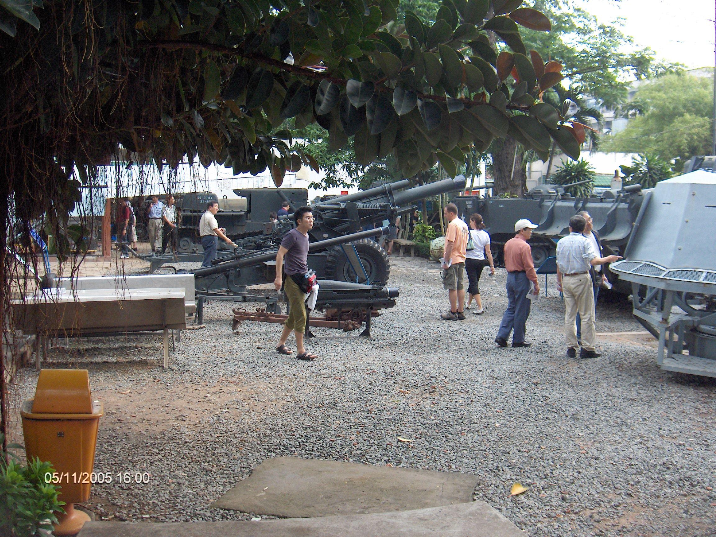 Stridsvagnar vid presidentpalatset
