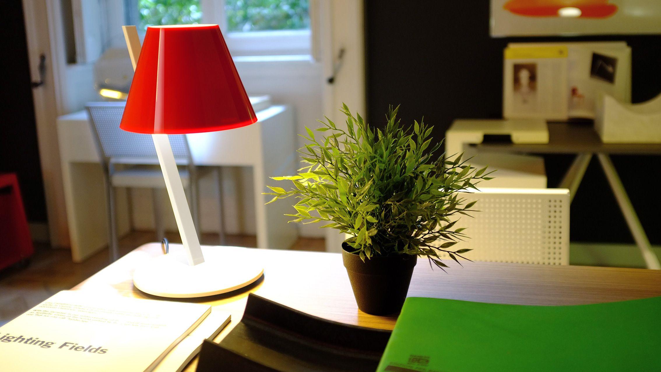 Lapetite Dresses Itself In Red And White To Delight Us Design Quaglio Simonelli Design Table Lamp Lamp Artemide