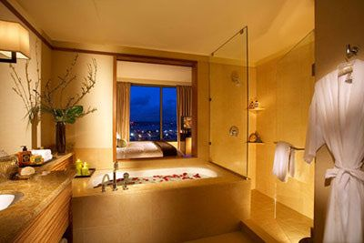 The Penthouse suit bathroom of the Pan Pacific hotel