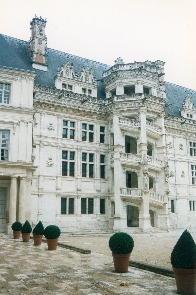 France Loir-et-Cher Blois Chateau 04 - Châteaux of the Loire Valley - Wikipedia, the free encyclopedia