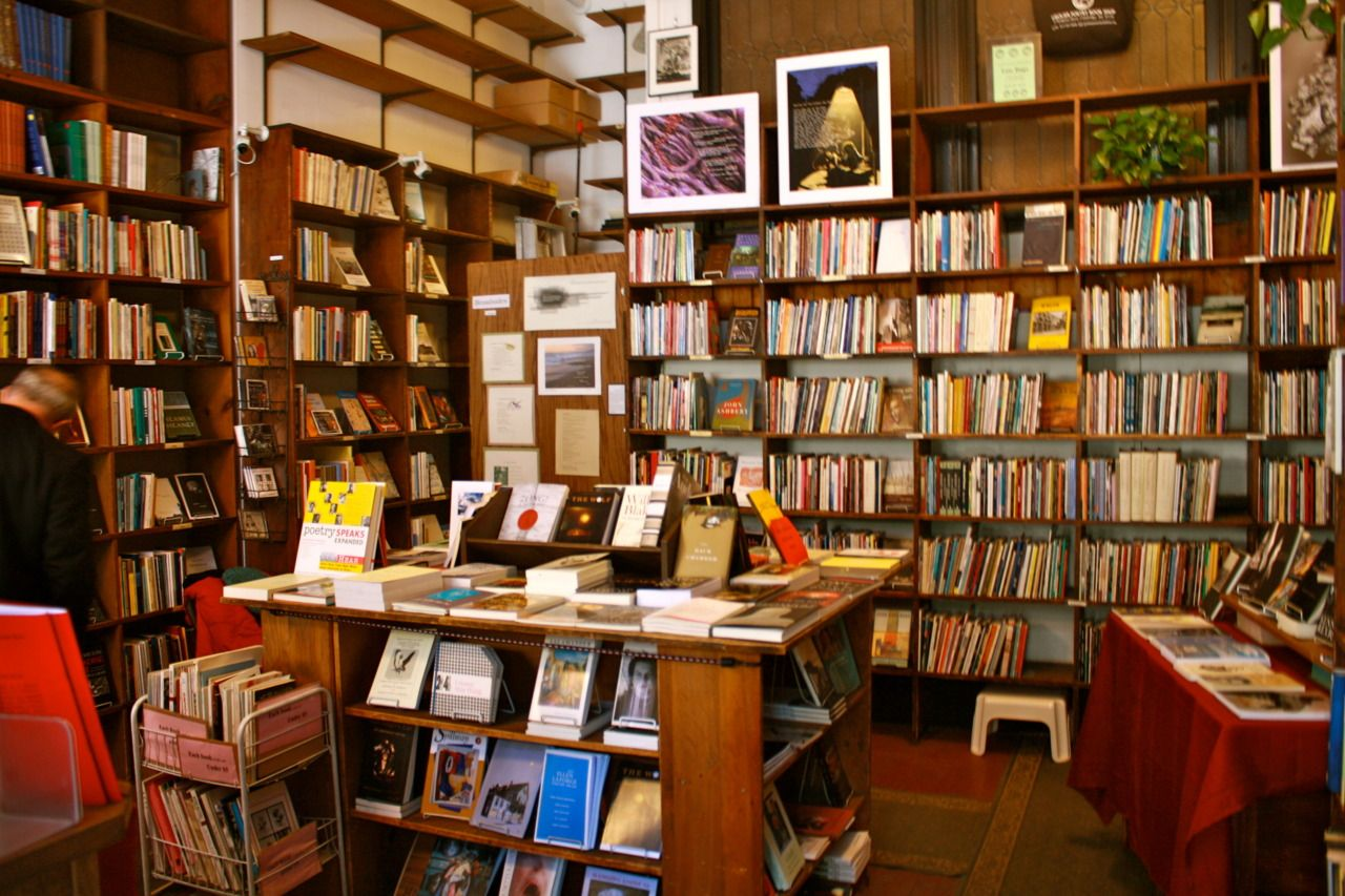 CambridgeRealEstate.com, Grolier Poetry Book Shop in Harvard... | Bookshop,  Poetry books, Book cafe