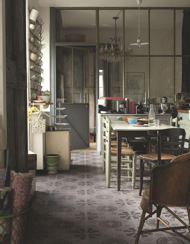 gaspard et lisa visite de la maison de leurs cr ateurs. Black Bedroom Furniture Sets. Home Design Ideas
