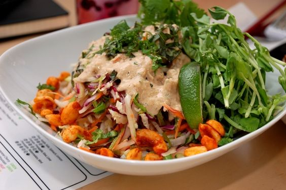 A dynamite pad Thai: rich and delicious in Weekly Restaurant Selections