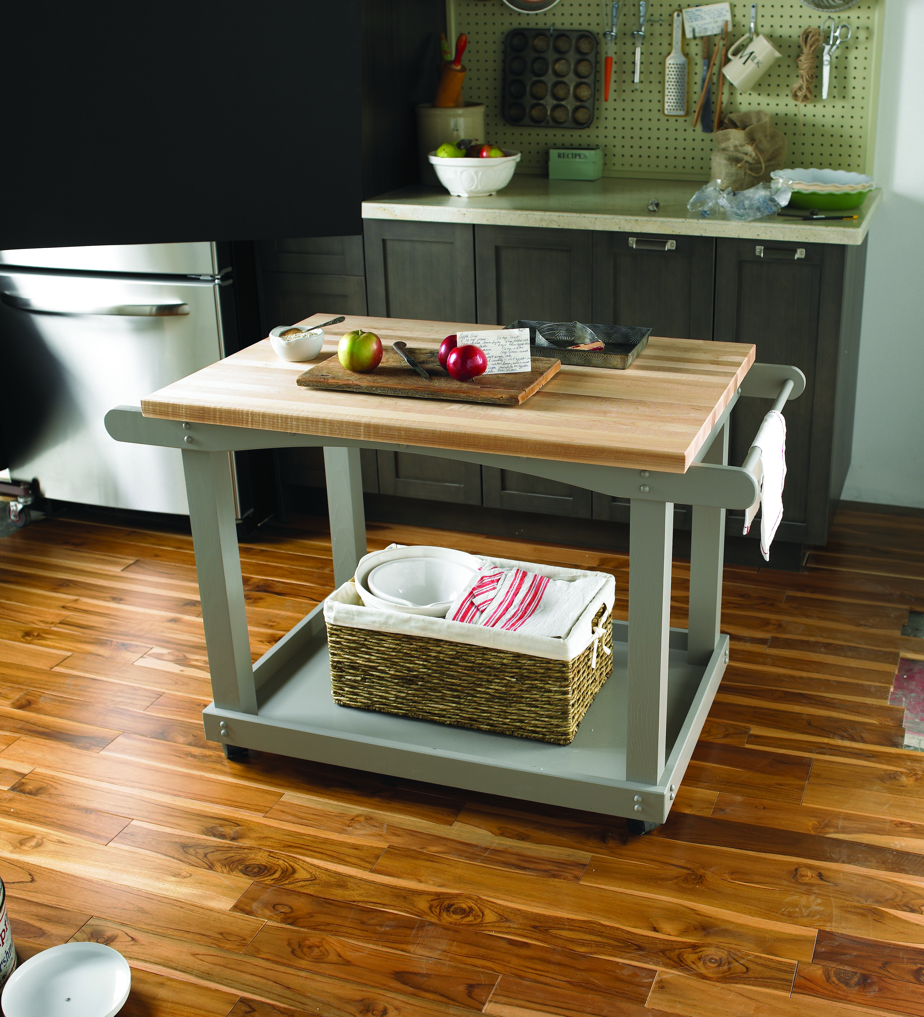 Need extra counter space? Make a roll away kitchen cart over a ...