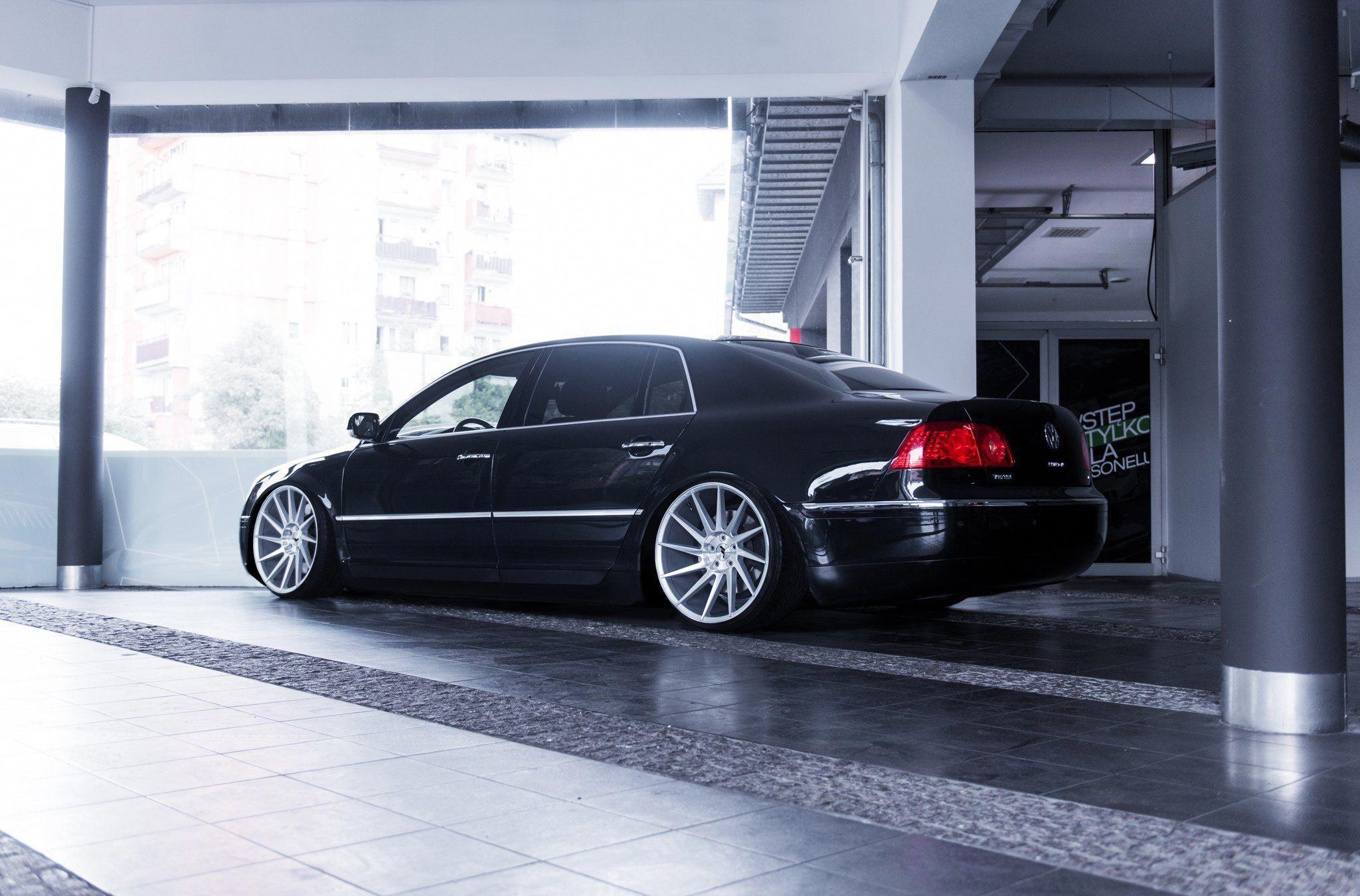 Tuning Kingz Put Their Hands On Black Vw Phaeton Volkswagenphaeton Schone Autos Phaeton Vw Autos