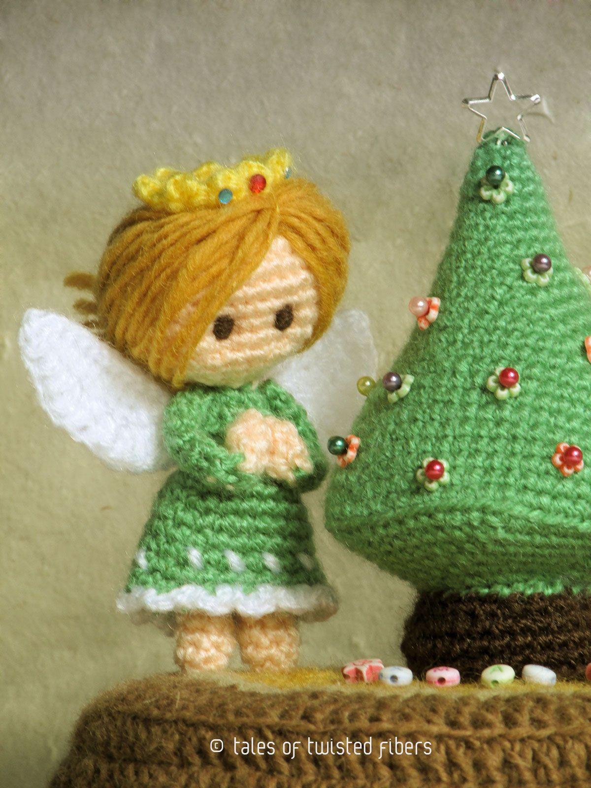 Miniature Christmas Tree & Angels | Weihnachten, Weihnachten häkeln ...