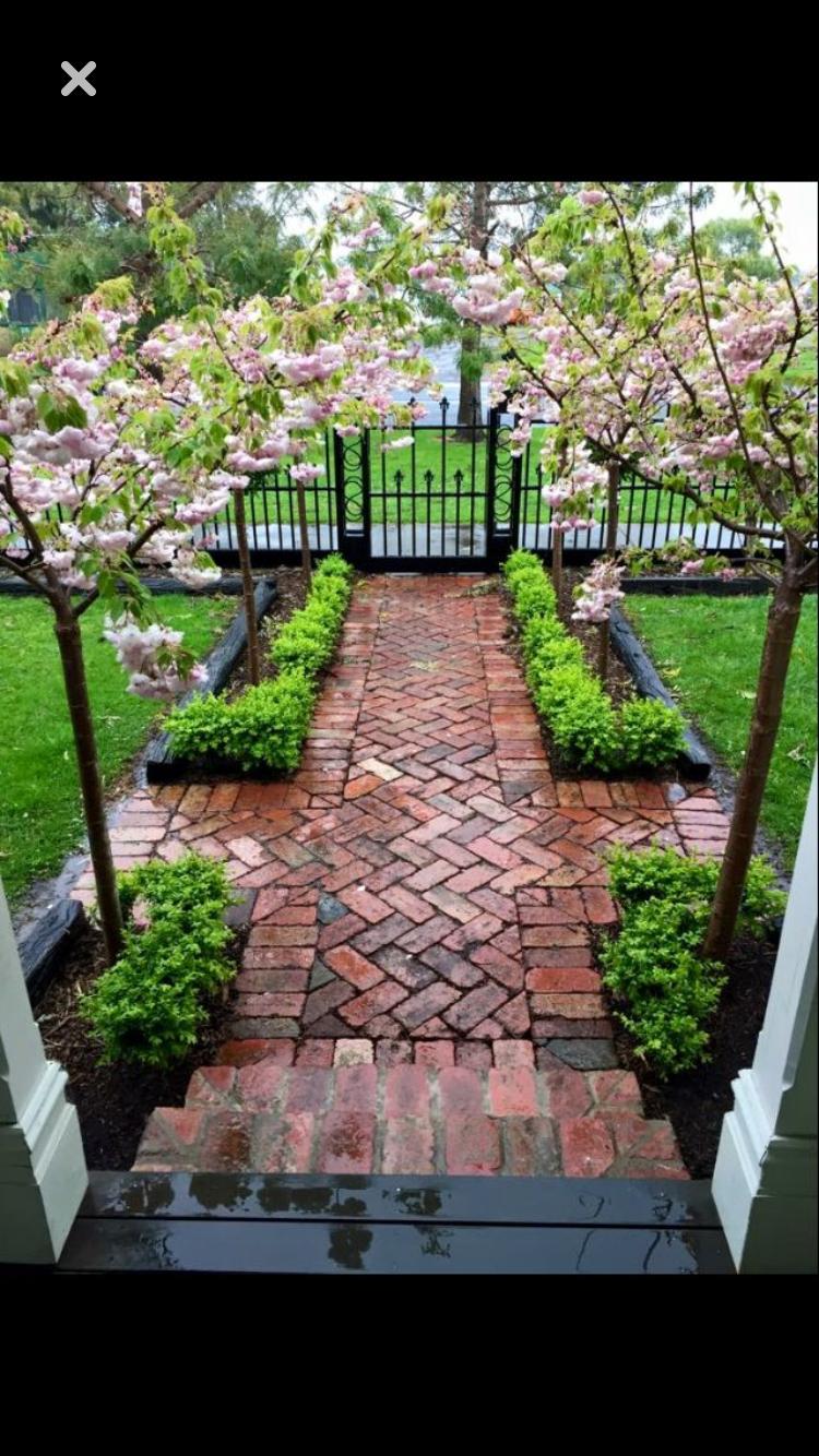 love the brick backyard front yard garden backyard on inspiring trends front yard landscaping ideas minimal budget id=87725