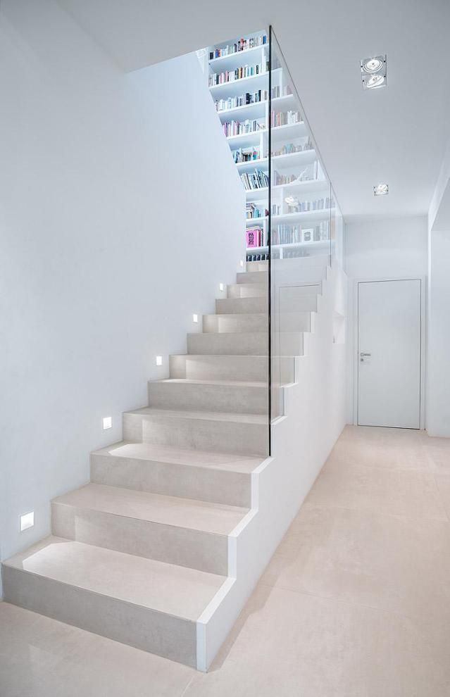 Photo of Treppe #bauhausstil #bücherregal #treppenhaus #offen…