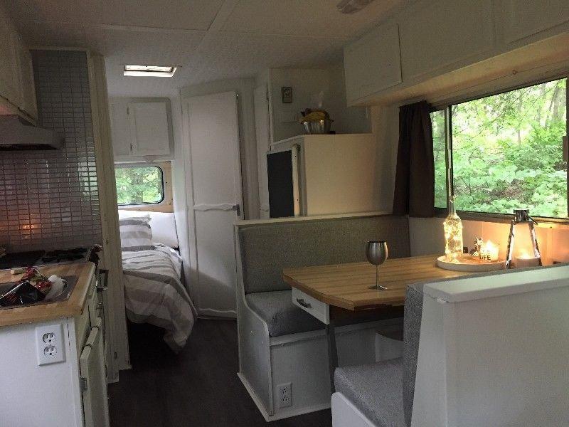 roulotte toute r nover caravanes classiques trois rivi res kijiji camper pinterest. Black Bedroom Furniture Sets. Home Design Ideas