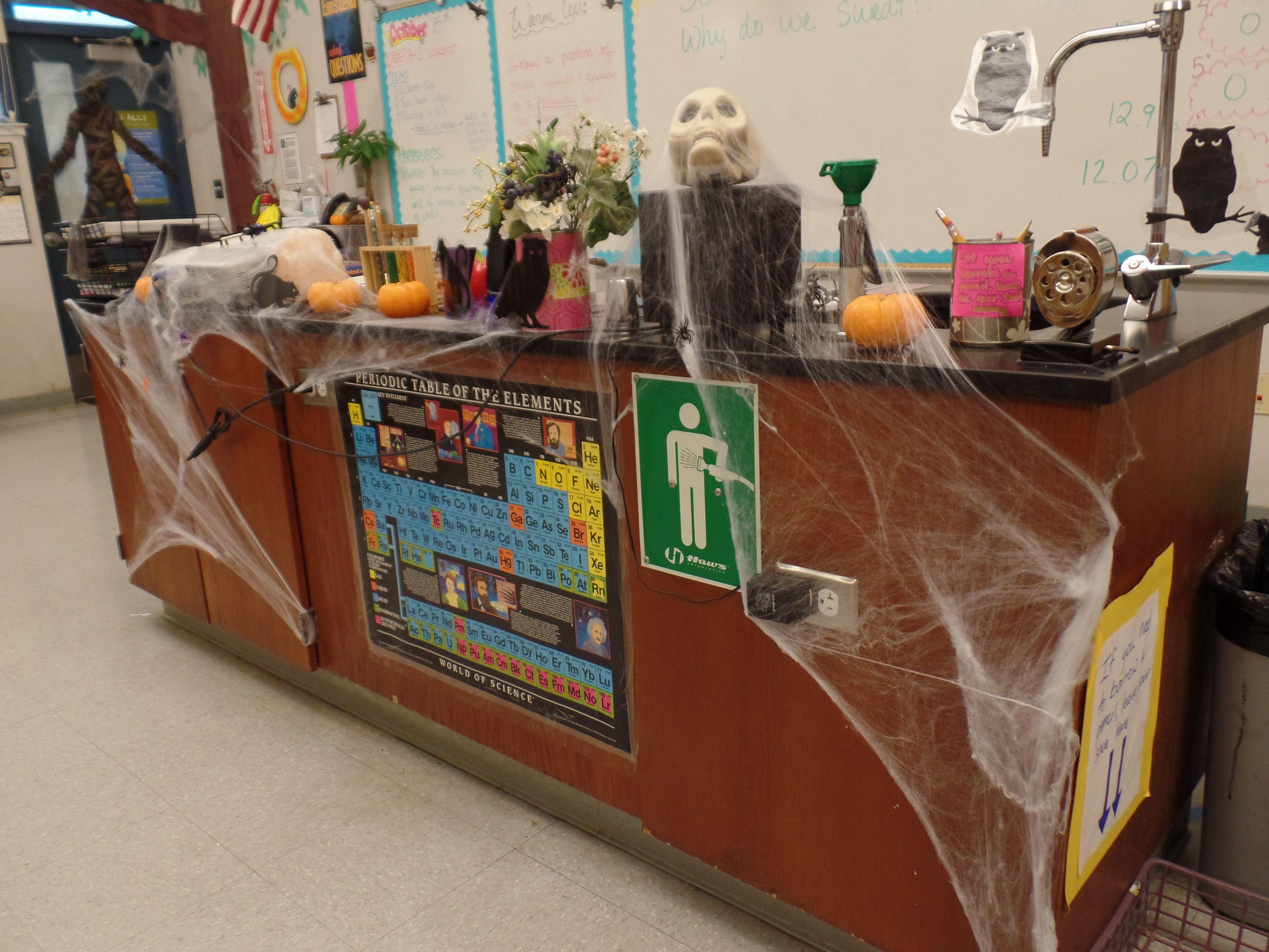 my spooky mad scientist desk halloween decorations for my classroom wwwtheardentteacher