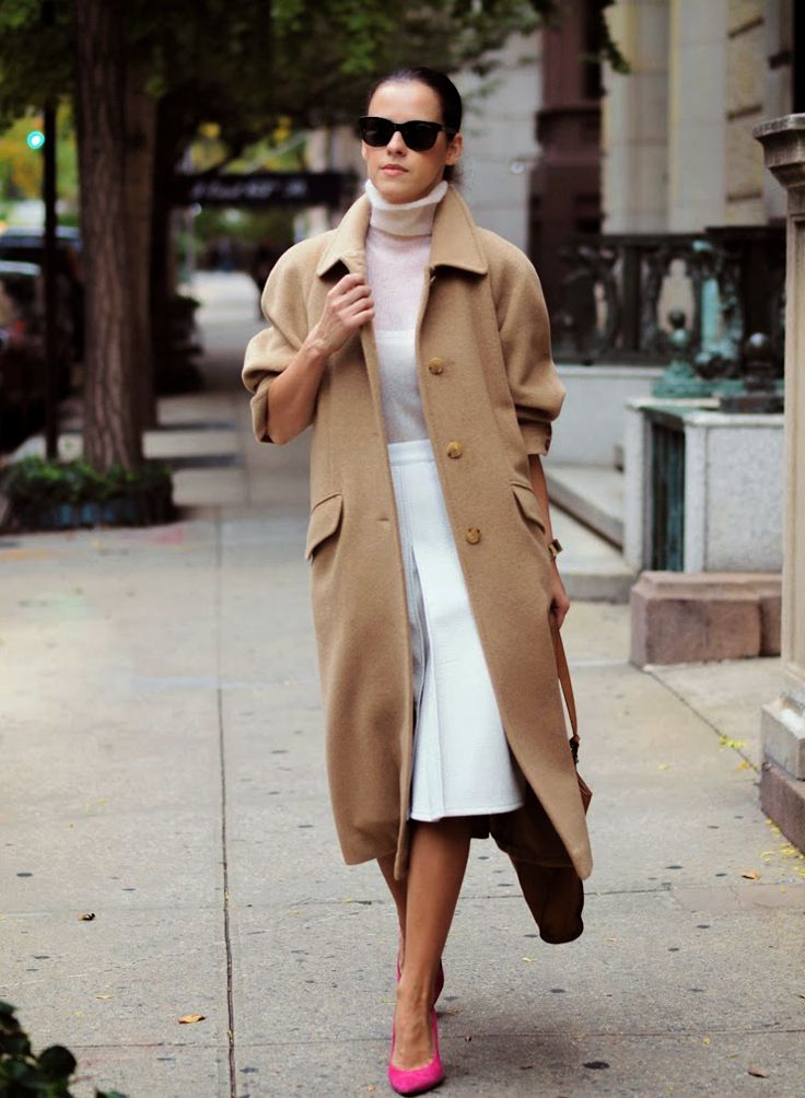 Camel coat with whites and magenta pumps.