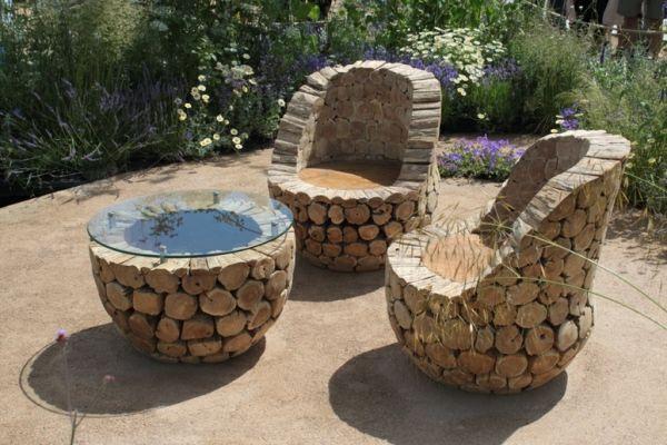 Interessante Rustikale Gartenmobel Aus Holzstammen Gemacht Tische