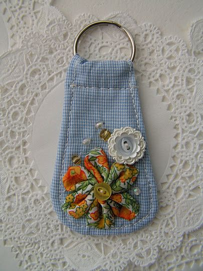 Learn to make this fabric key ring in this easy to follow tutorial.